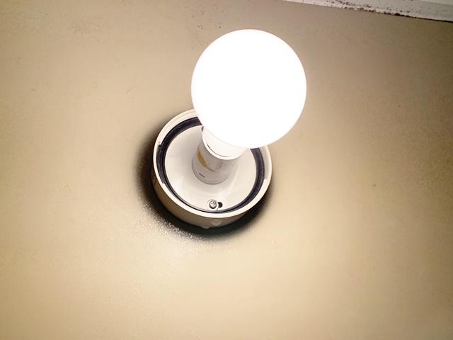 風呂場の電球がついたり消えたり、今度はつかない!原因はこれでした。